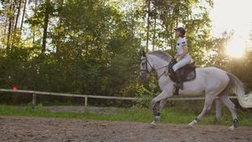 Side view: Gallop riding style