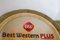 Best Western plus hotell undertecknar Royaltyfria Foton