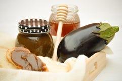 Bestandteile Aubergine und Honigmarmelade Stockfotos