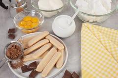 Bestandteile des traditionellen italienischen Nachtisch Tiramisu Kochen des Blog- und Klassenkonzeptes Stockfotos