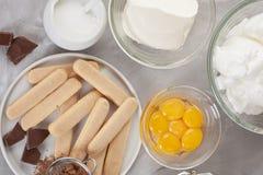 Bestandteile des traditionellen italienischen Nachtisch Tiramisu Kochen des Blog- und Klassenkonzeptes Lizenzfreies Stockbild