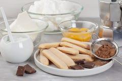 Bestandteile des traditionellen italienischen Nachtisch Tiramisu Kochen des Blog- und Klassenkonzeptes Stockbild