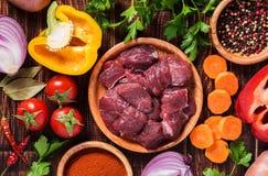 Bestandteile für das Gulasch- oder Eintopfgerichtkochen Lizenzfreie Stockfotografie