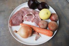 Bestandteile für das Kochen der Mangoldsuppe Lizenzfreie Stockfotografie