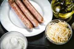 Bestandteile für das Kochen von Mahlzeiten, bayerische Würste lizenzfreie stockfotos