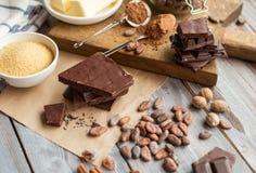 Bestandteile für den Schokoladenkuchen Stockfoto