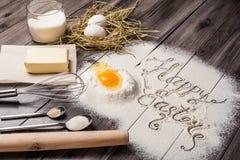 Bestandteile für den Teig und das Backen ostern stockfotografie