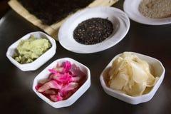 Bestandteile für die Herstellung der Sushi Stockfotos