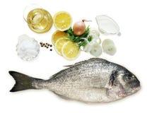 Bestandteile für die Herstellung von Fischen Dorado Stockfoto