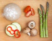 Bestandteile für gesunde Pizza Stockfotos