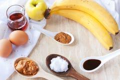 Bestandteile für paleo Applezimtpfannkuchen lizenzfreie stockfotos