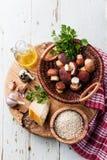 Bestandteile für Risotto mit wilden Pilzen lizenzfreies stockfoto