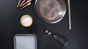 Bestandteile für Schokoladen-Plätzchen stock video