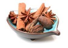 Bestandteile für Tee mit Gewürzen Stockbilder