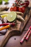 Bestandteile für thailändisches Lebensmittel, Lemongras, Ingwer, Knoblauch, Cocktail Lizenzfreie Stockbilder