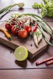 Bestandteile für thailändisches Lebensmittel, Lemongras, Ingwer, Knoblauch, Cocktail Stockfoto