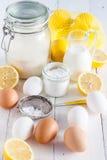 Bestandteile für Zitronenkuchen Stockbild