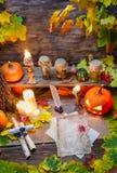 Bestandteile und alte Hexen der Rollen auf dem Tisch Lizenzfreies Stockfoto
