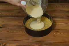 Bestandteile und Werkzeuge, zum eines Kuchens zu machen Stockbild