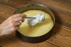 Bestandteile und Werkzeuge, zum eines Kuchens zu machen Lizenzfreies Stockfoto