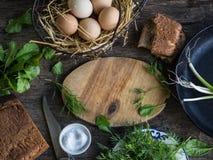 Bestandteile zum Frühstück auf Holztisch Lizenzfreie Stockfotografie