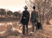 Beste Freunde des Hippies sind zu den Abenteuerreisen und zum fashio bereit Stockbild