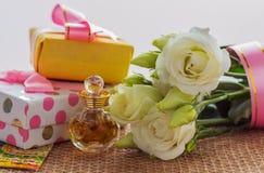 Beste Grüße für die geliebten Frauen- oder Mädchenblumen und eine Andenken oder eine Überraschung Stockfotografie