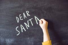 Beste Kerstman De jongen schreef een bericht voor Santa Claus Kerstmis royalty-vrije stock afbeeldingen