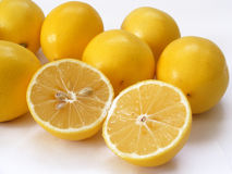 Beste Schnittzitronenbilder für Fruchtsaft-Verpackungskappen Lizenzfreies Stockbild