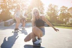 Beste vrienden in de zomertijd Stock Foto's