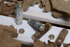 Bestede die batterijen, met corrosie met een laag worden bedekt stock fotografie