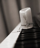 Bestede kaars, piano Stock Fotografie