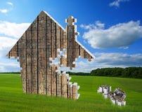 Bestehende Puzzlespiele des Hauses auf der Wiese Lizenzfreie Stockfotos