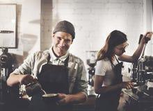 Bestellungs-Konzept Barista Prepare Coffee Working lizenzfreie stockfotos