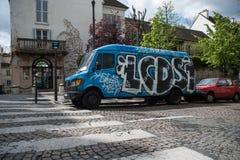 Bestelwagen met graffiti wordt geschilderd die Stock Foto