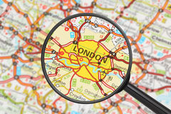 Bestemming - Londen (met vergrootglas) Stock Foto's