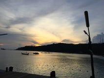 Bestemming van zonsondergang in koh Toa Thailand Stock Foto's