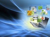 Bestes Internet-Konzept des globalen Geschäfts Kugel, Laptop auf technologischem Hintergrund Elektronik, Wi-Fi, Strahlen, Symbole Lizenzfreies Stockfoto