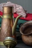 Bestiame e vaso bronzei e di rame del tè Fotografie Stock Libere da Diritti
