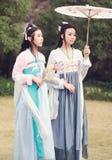 Bestie chinois d'amis intimes de Cosplay meilleur dans le hanfu antique traditionnel de costume de drame Images libres de droits