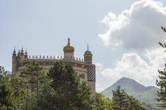Bestimmtes Schloss mit arabischen Hauben Lizenzfreies Stockfoto