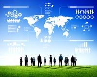 Bestimmung der Geschäfts-Teamwork mit der Weltkarte Stockfotografie