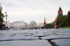 Bestrating dichtbij Moskou het Kremlin Stock Afbeelding