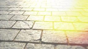 Bestrating van steen wordt gemaakt die Mooie tuingang Glans van zonlicht stock footage