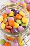 Bestrukna chokladbönor för socker Arkivfoto