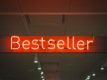 Bestselleru signage sklepu handlu detalicznego Marketingowy promocyjny Neonowy typ Zdjęcia Royalty Free