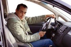 Bestuurder in zijn nieuwe auto royalty-vrije stock afbeeldingen