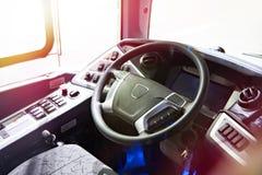 Bestuurderszetel en stuurwiel met dashboard van bus royalty-vrije stock fotografie