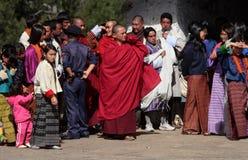 Besucher bei Trongsa Dzong Stockbild
