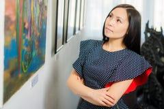 Besucher in der Galerie Stockfotos